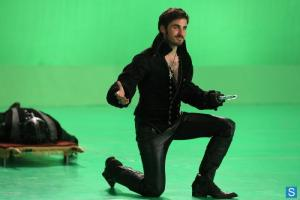 once-upon-a-time-queen-of-hearts-bts-captain-hook_FULL